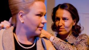 Manner. Anna-Liisa Mäenpää (Annina Ärölä) ja Eeva-Liisa Manner (Marja Skaffari). Kuva Petri Kovalainen.